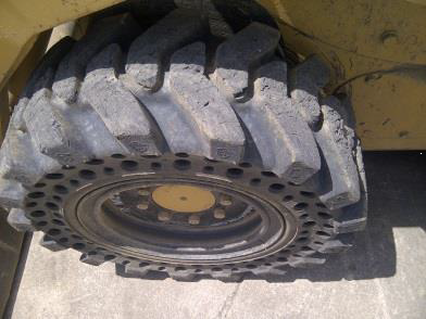 Nu-Air DT skid steer tire_1