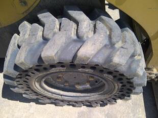 Nu-Air DT tire on CAT 226B_3