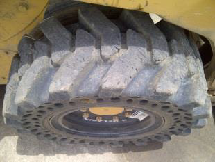 Nu-Air DT tire on CAT 226B_4